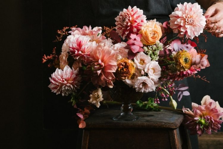花の飾る癒し効果とは?季節感を感じる効果的なインテリアのポイントをご紹介