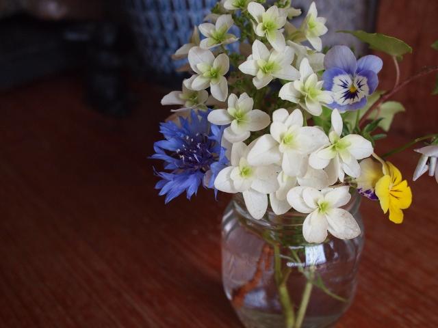 花束を使ったおしゃれなインテリアのコツ!色と花材を楽しくチョイス