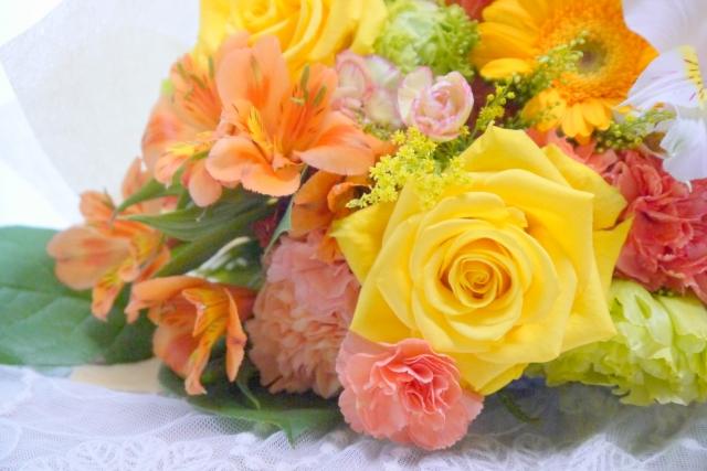 記念日に花束を贈る人が多いのはなぜ?選び方のコツとは