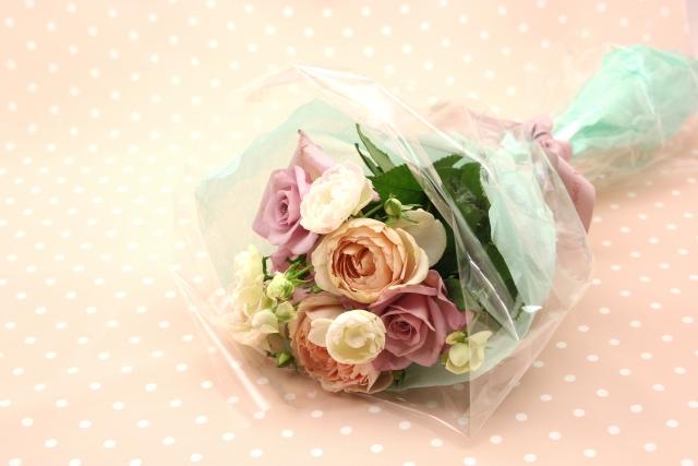 お祝いには花束を贈ろう!人気の理由や気になる相場