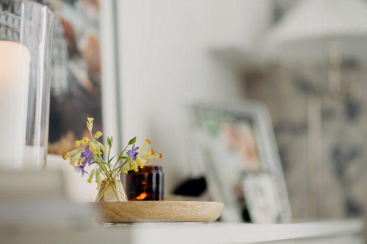 花がなじむ女性らしいインテリアとは?自分らしい飾り方を見つけるコツ