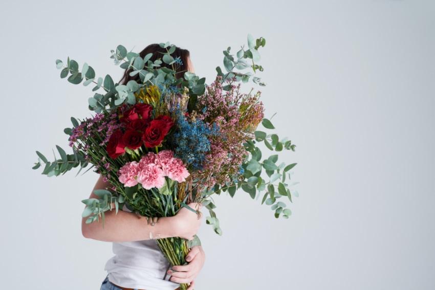 大きすぎる花束はNG!受け取った後のことも考えて