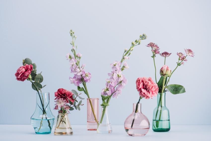 花瓶は花とのバランスを見て選ぼう