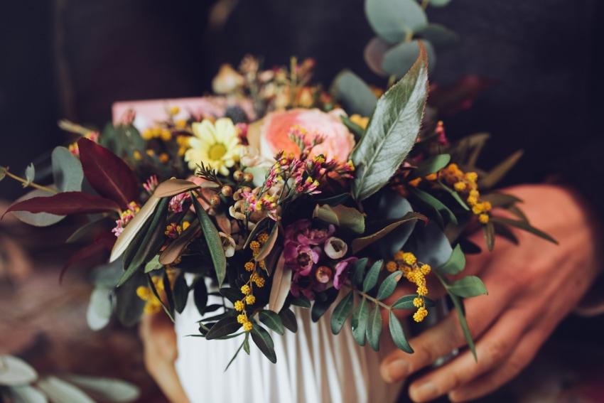 まずは花に触れてみよう
