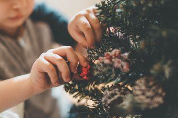 意外と知らなかった!クリスマスリースの飾り方や意味