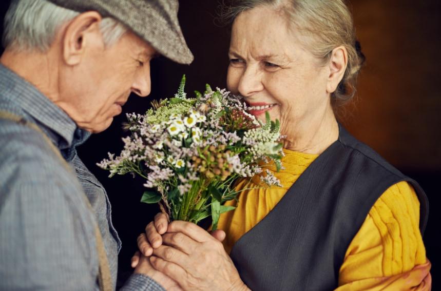 還暦のプレゼントに選ばれる花とは