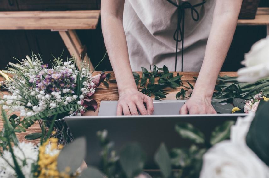 花束は通販で購入できる!ショップも種類も豊富
