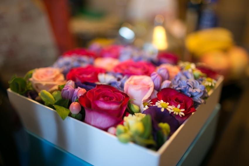 お見舞いや出産祝いには花束は負担!別のギフトを