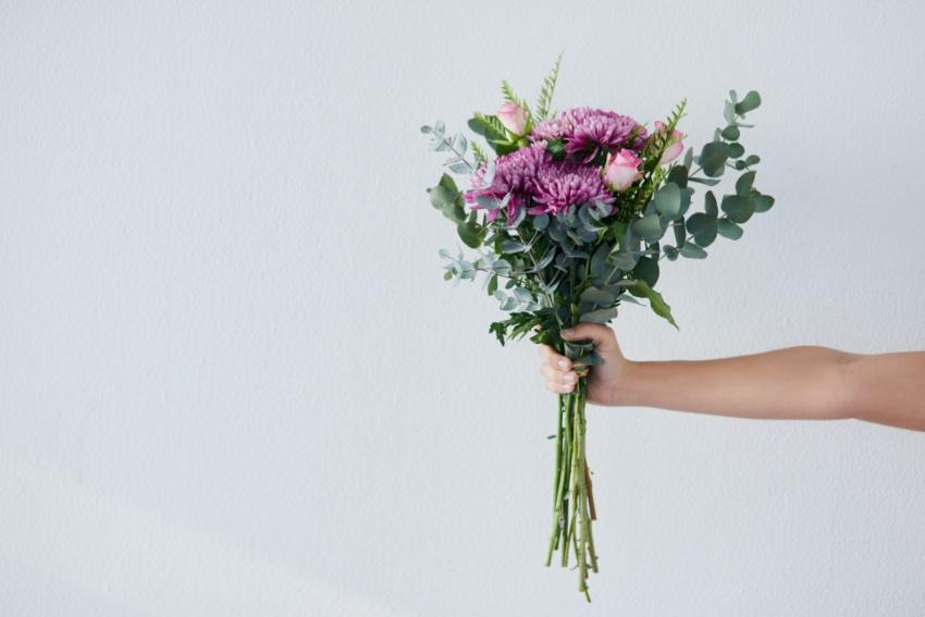花の扱いが苦手な男性にぴったりな花束
