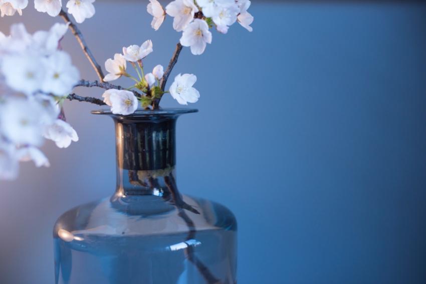 細口タイプの花瓶