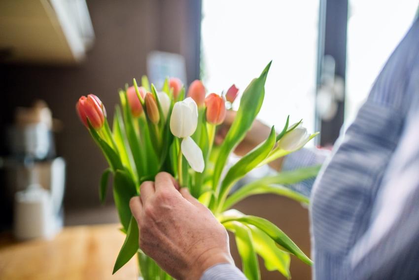 花束を生けるのが負担にならないか配慮を