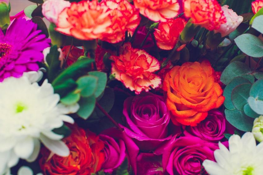 クリスマスカラーを意識した花束