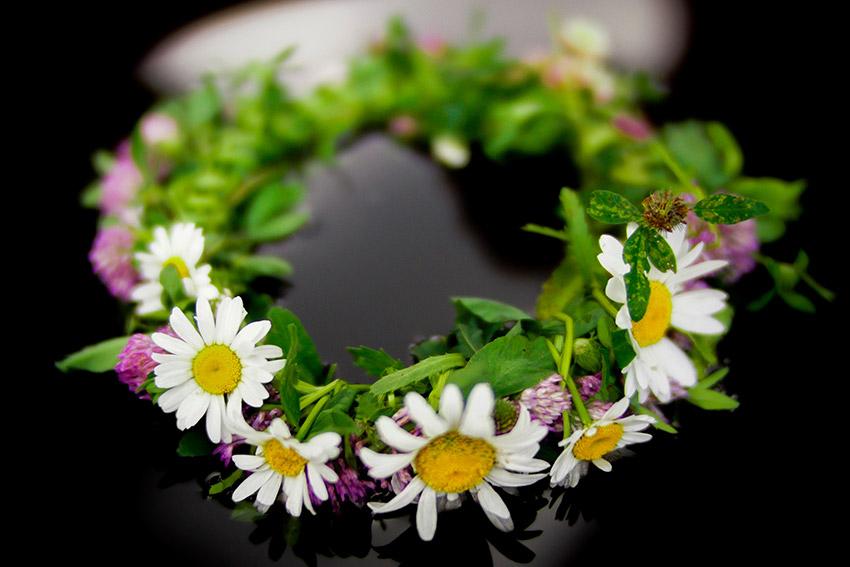相手の好きな色や好きな花、思い出の花などを使ったもの