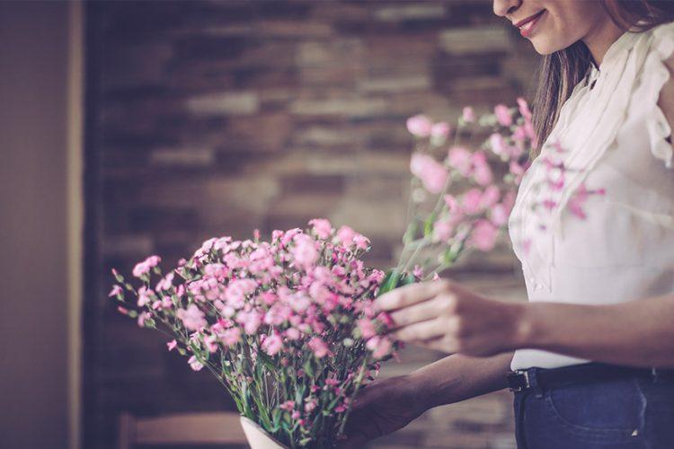 部屋に飾る花のポイントは?花を飾ってワンランク上の空間作りを