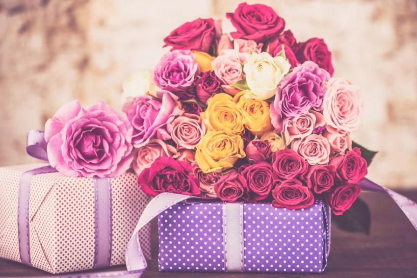 花と一緒に贈るプレゼント