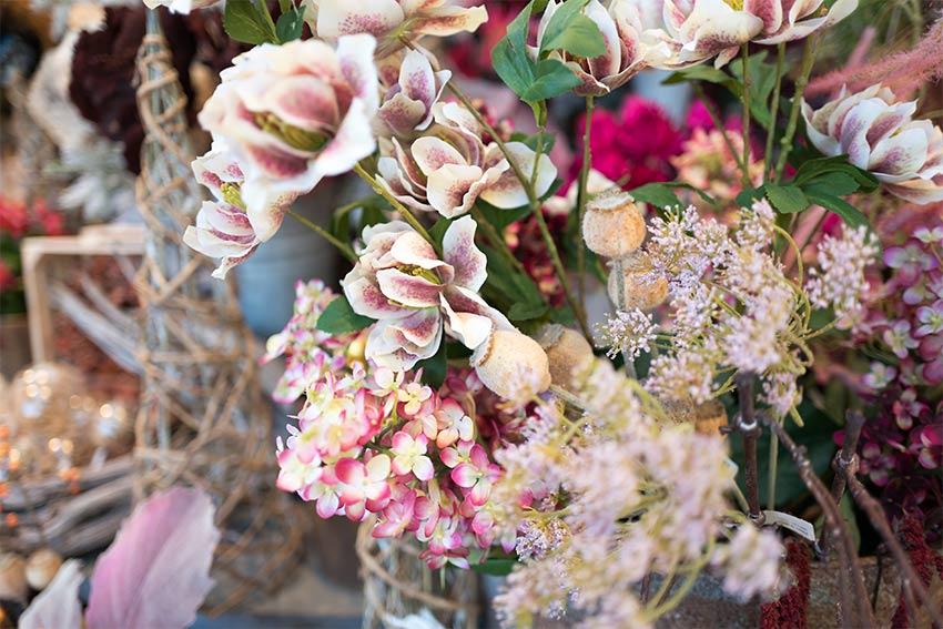 まずは花材の種類を決める