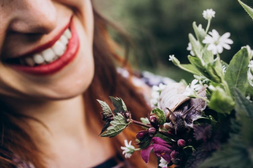花を飾ることを楽しむ
